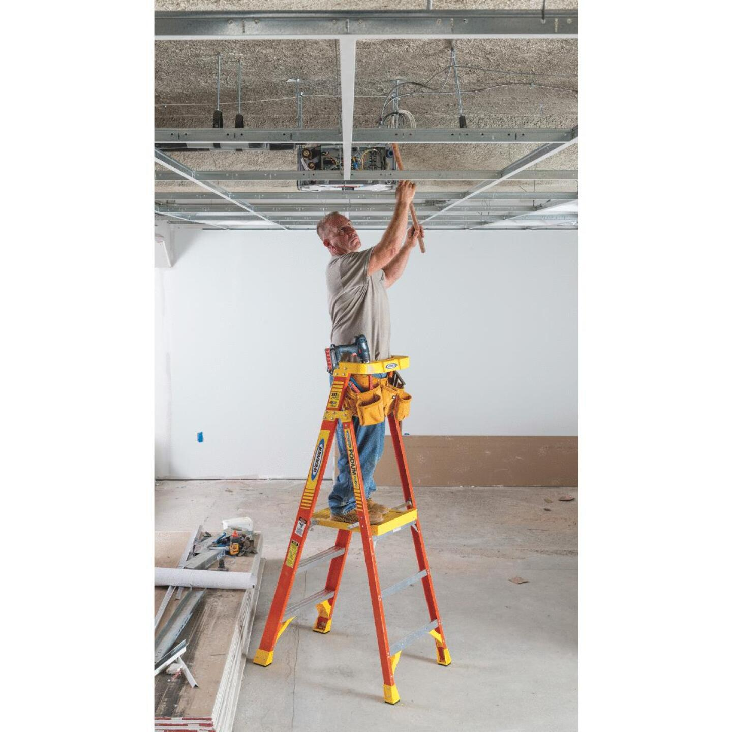 Werner 9 Ft. Reach Fiberglass Podium Ladder with 300 Lb. Load Capacity Type IA Ladder Rating Image 3